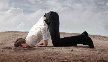 Klimaatverandering ontkennen kop in het zand